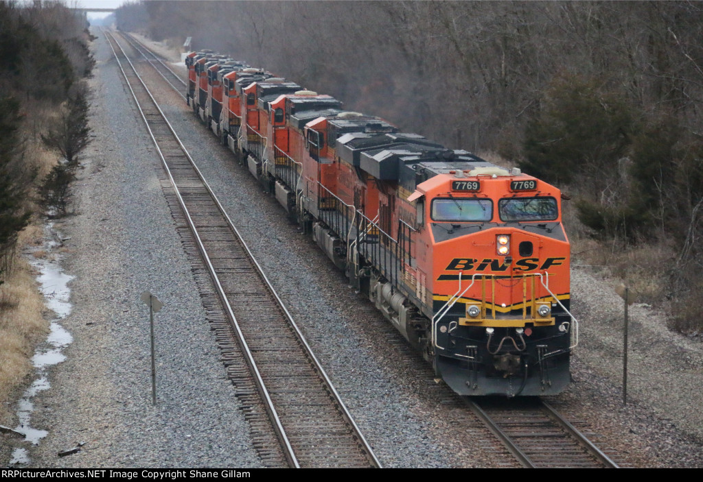 BNSF 7769 Is the rear unit on the lite power move.