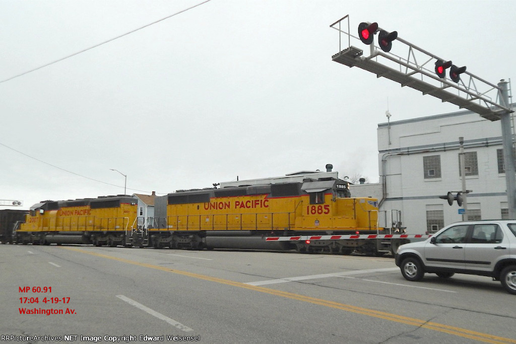 SD40N duo 1885 and 2007 transit 28 rock loads south