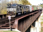 NS 8928 leads train 18M across the Scioto River bridge