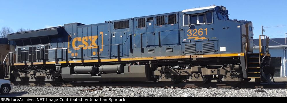 CSX 3261, engineer's side view