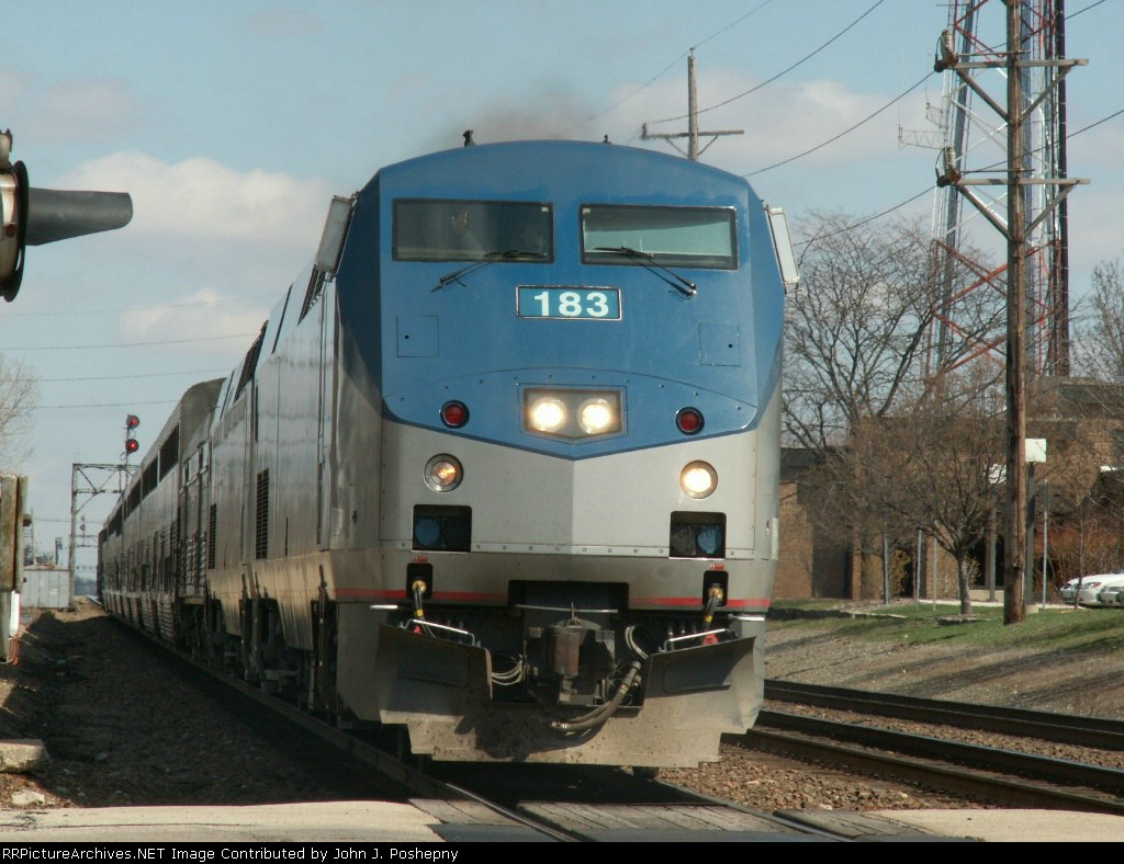 Amtrak 5(8) rocketing thru