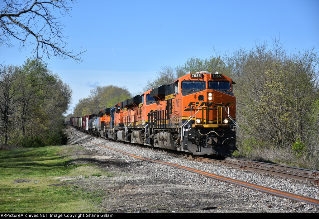 BNSF 7085 Drags the H-TULSTL up the Cuba Sub.