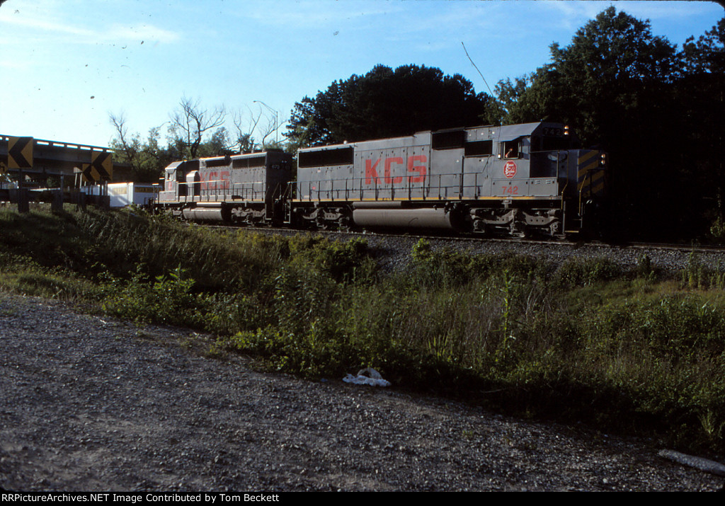 Eastbound stack eases up to the yard