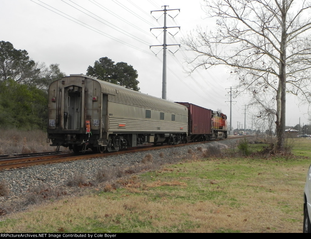 BNSF 4371 leads BNSF Geometry Train