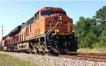 BNSF 3962 Leads the BNSF M-TEAHOU