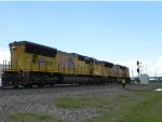 UP 3821 and UP 5021 (EMD SD70M)