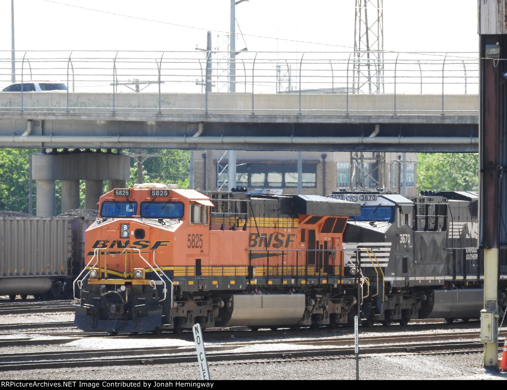 BNSF 5825 Sitting In The BNSF yard
