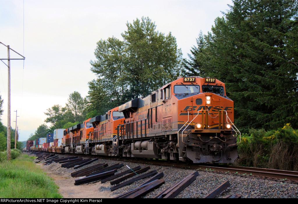 BNSF 6737