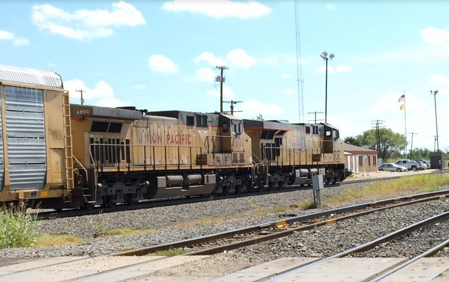 UP 6800  4Aug2016  EB for Houston approaching Yard Office