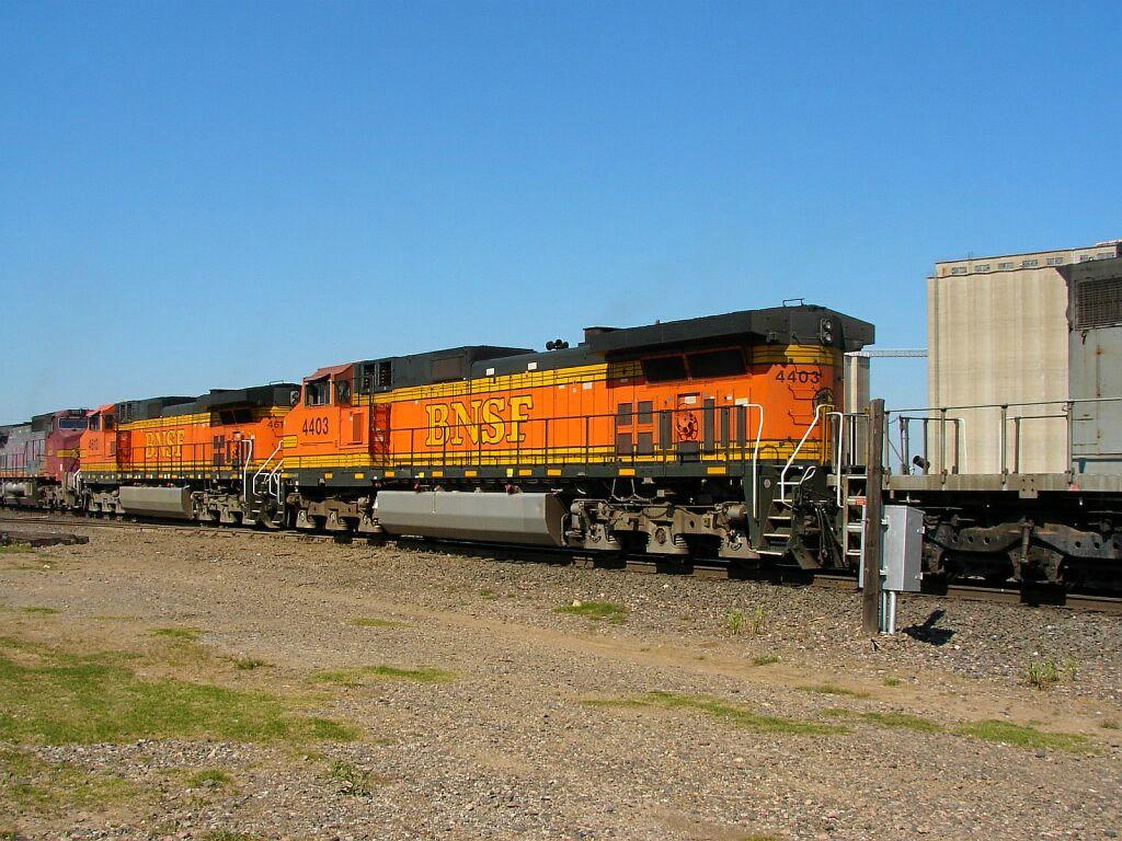 BNSF 4403 & BNSF 4613