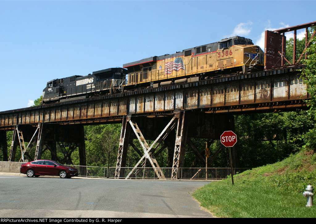 NS 35Q crossing the Campbell Ave trestle