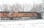 BNSF 5914 snow all over the ground