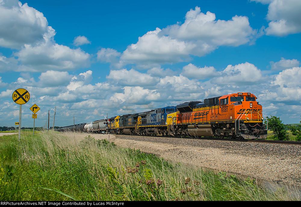 BNSF 9081 westbound BNSF manifest train