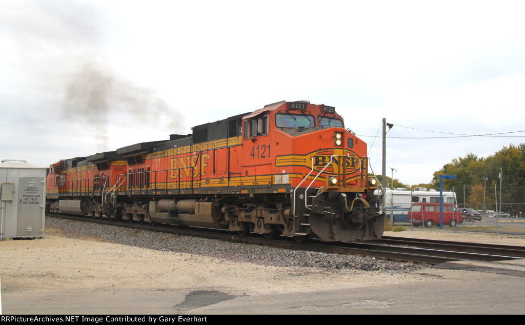 BNSF 4121 & BNSF 5005