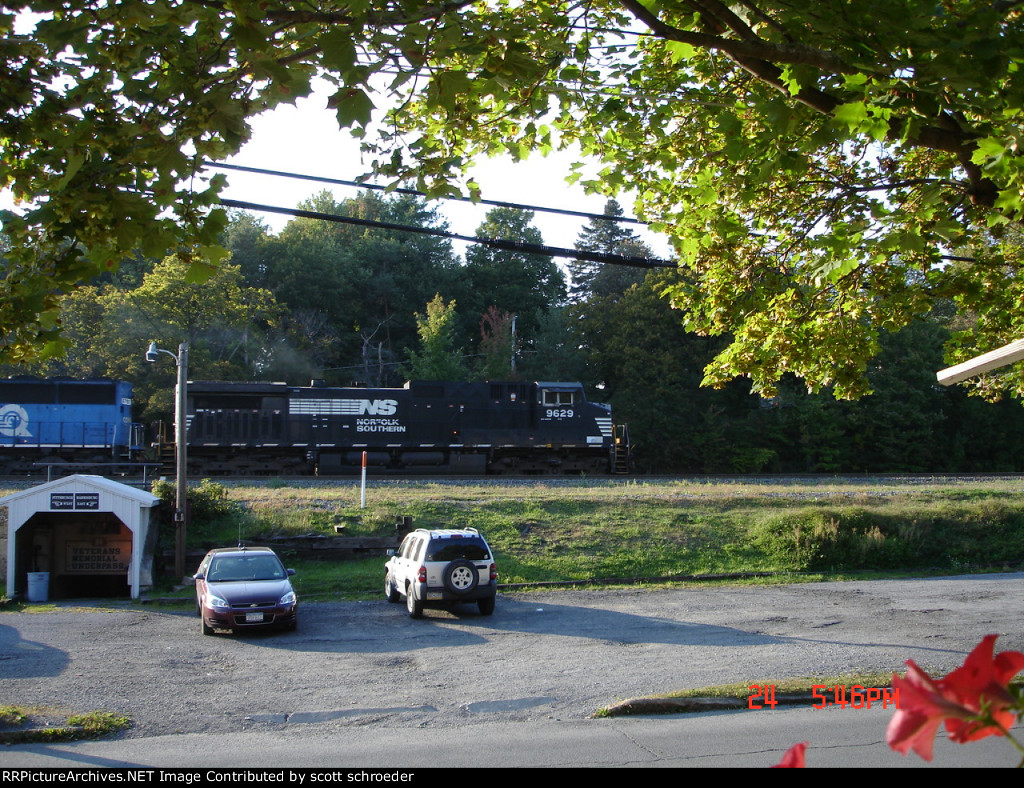 "NS 9629 heading EB past ""The Station Inn"""