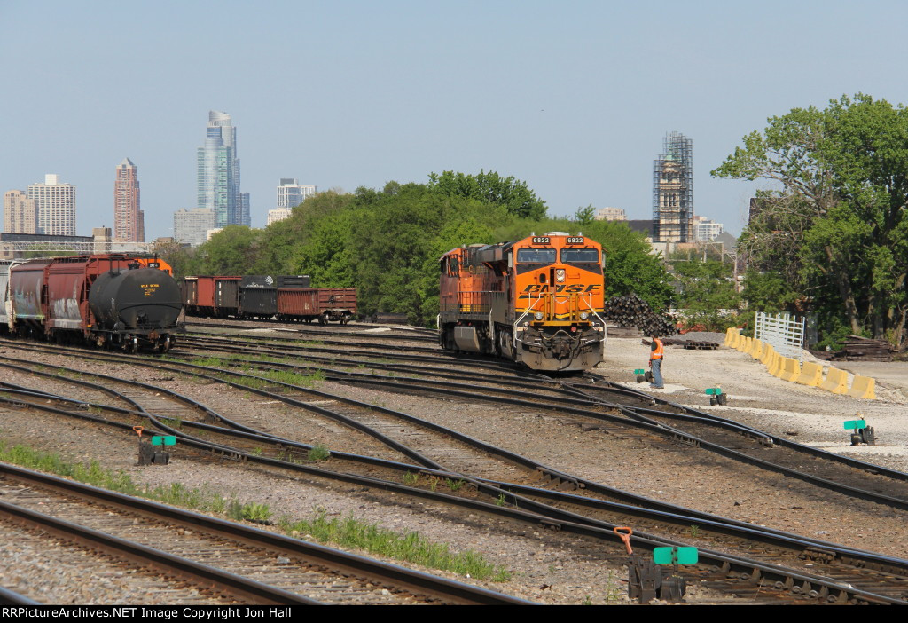 A pair of BNSF GEVO's work their way out the west end of Western Ave yard