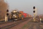 NS 8847 rolls through the signals at 499 with 205
