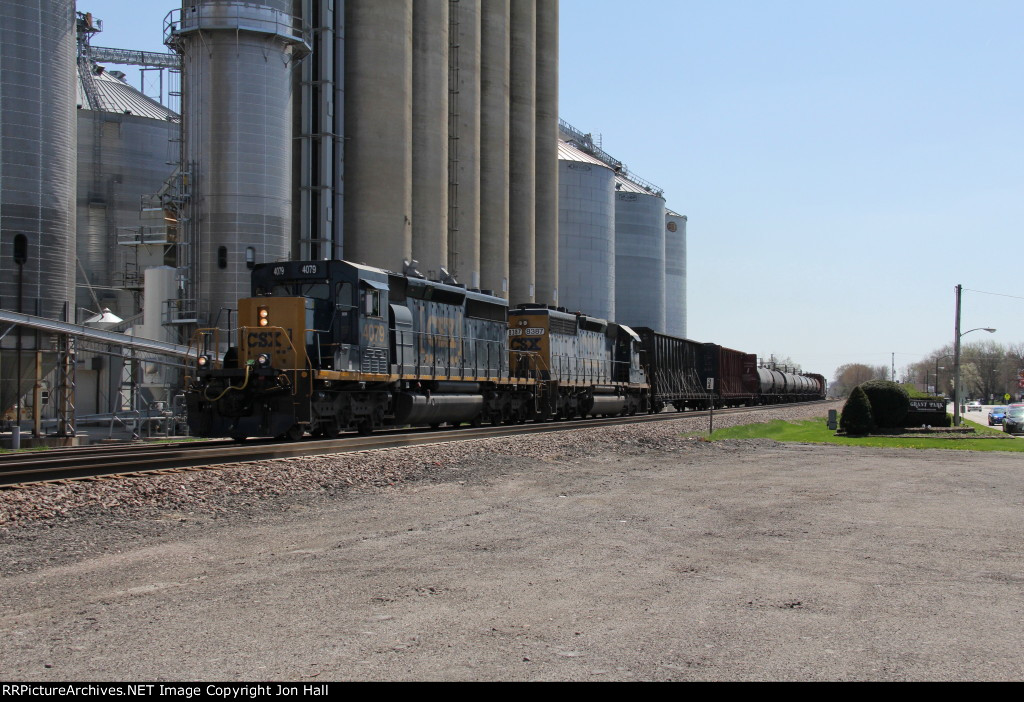 A pair of CSX SD40's head north up the Villa Grove with Q588