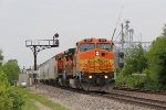 BNSF 506 races east through Williamsfield leading the LCHI101