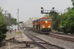 BNSF 6883 West flys through the signals at Williamsfield