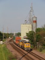 Westbound stack train ZG2LT winds through Fairfax