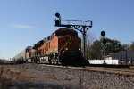 BNSF 3978 leads V-BIRLPC east under the signals at Verona
