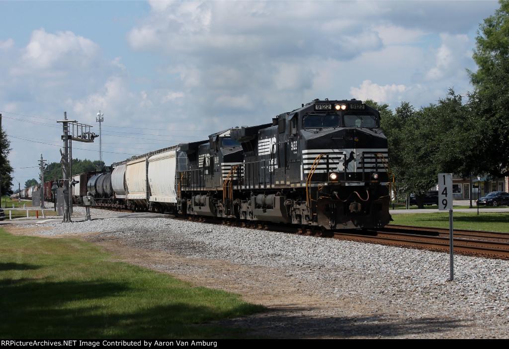 NS 9122 Northbound