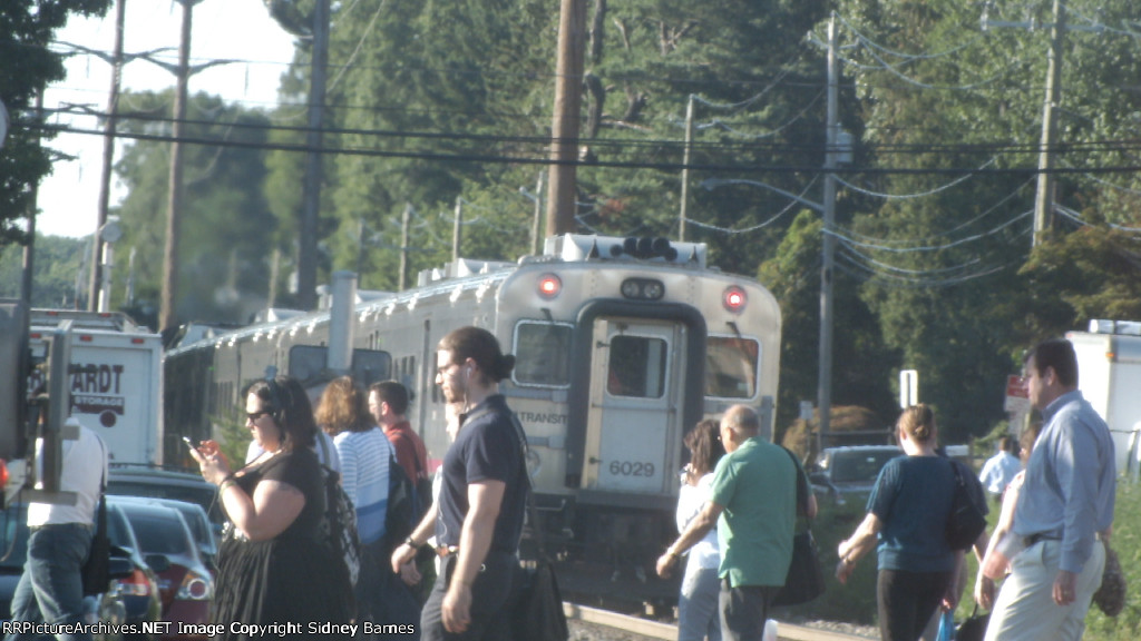 NJT 1629 Leaves Pearl River