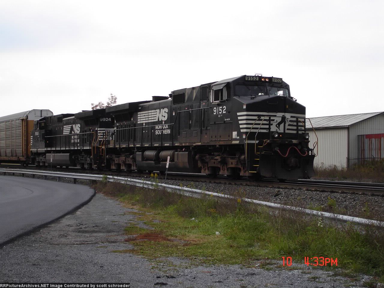 NS 9152 & NS 9924 about to enter the Gallitzin Tunnel