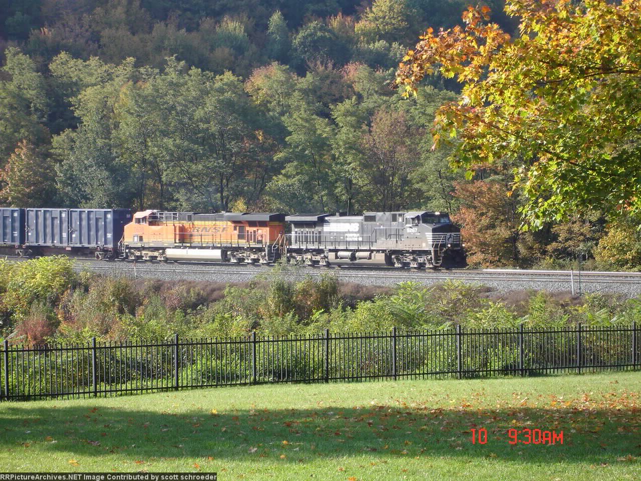 NS 9267 & BNSF 7639 comin' round the mountain