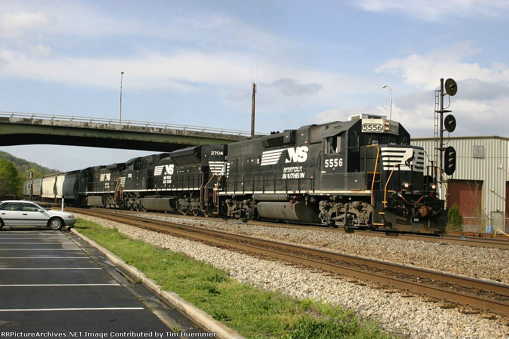 NS 175 is surrounded by CSX