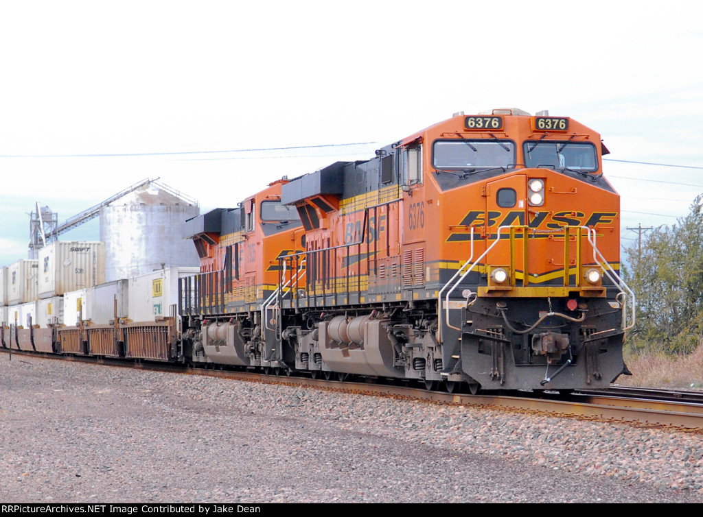 BNSF 6376 BNSF 7935 on the BNSF Transcon