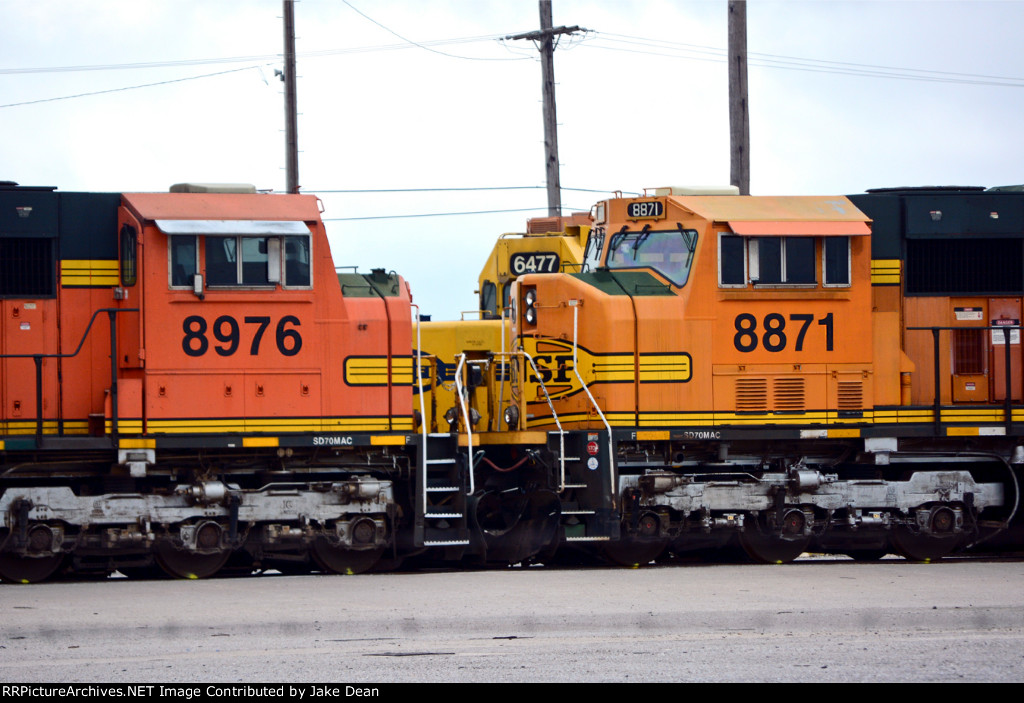 Stored BNSF SD70MAC and SD45-2