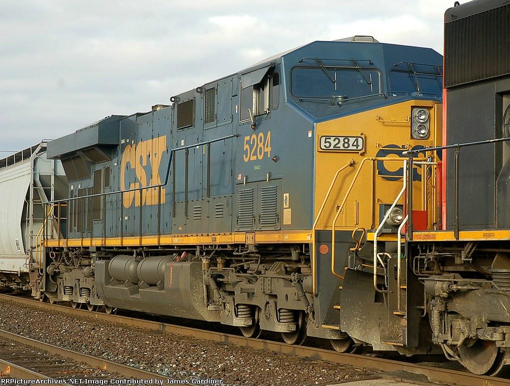 CN 398 arriving for a setout