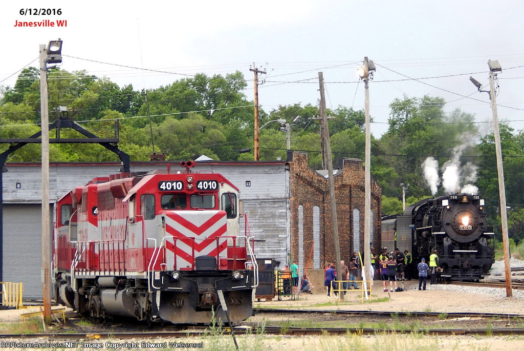 4010 & 4030 on the turntable lead as 765 pulls forward to wye the excursion train