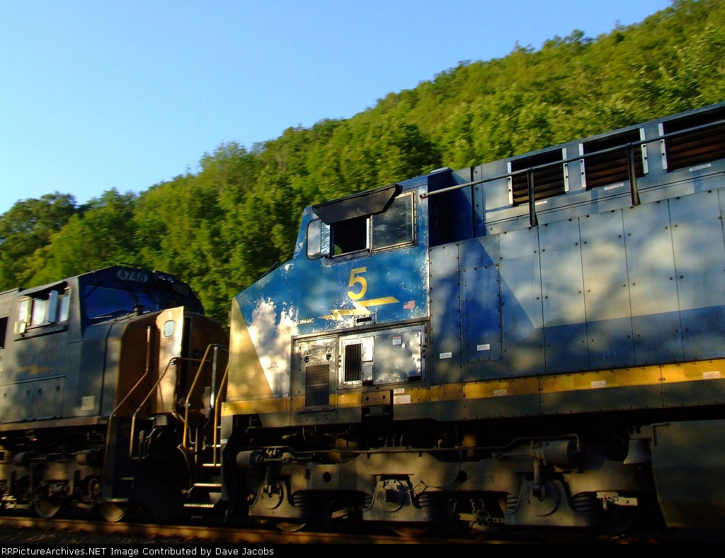 CSX 5 in the consist of Q427