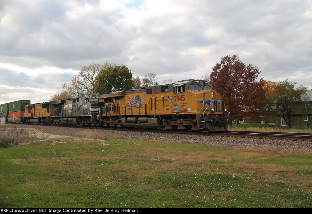 UP 7945 & others (2)