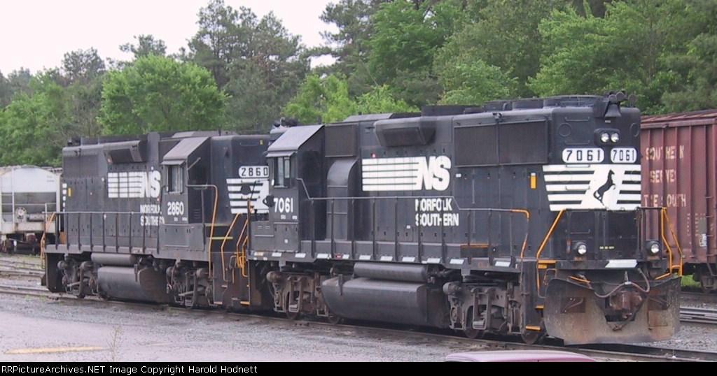 NS 2860 & 7061 sit in East Durham yard