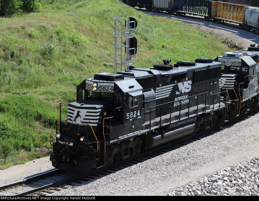 NS 5824 was rebuilt from a GP50