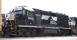 NS 3102 works with 700 at Glenwood Yard