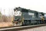 NS 7001 screams southbound with a hot train