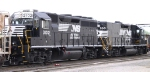 NS 700 & 3102 work the yard