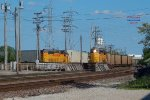 Cudahy local's GP60 crosses via the Capitols to yard its 12 cars