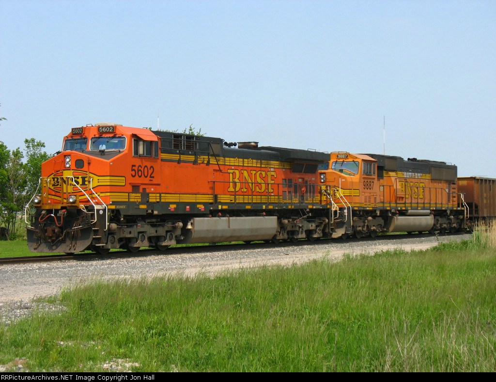 BNSF 5602 & 9887