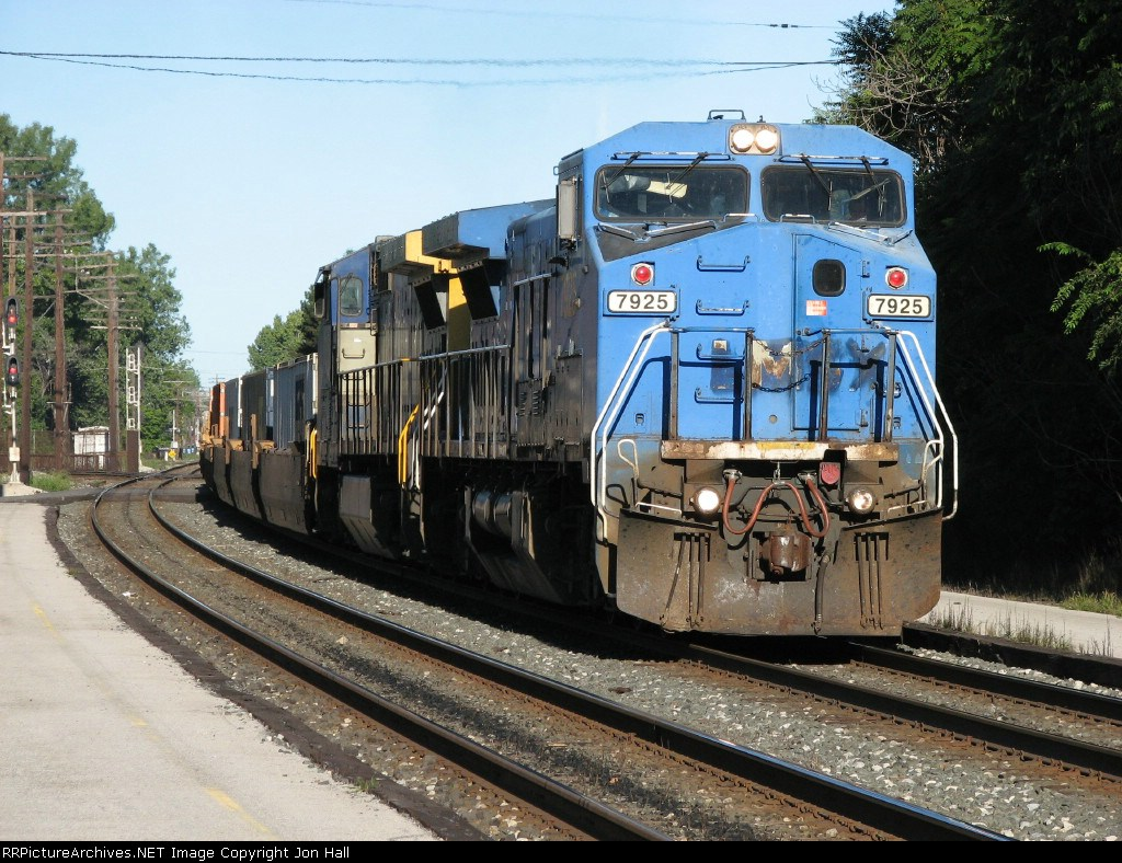 CSX 7925 & 9028 rolling east with Q164