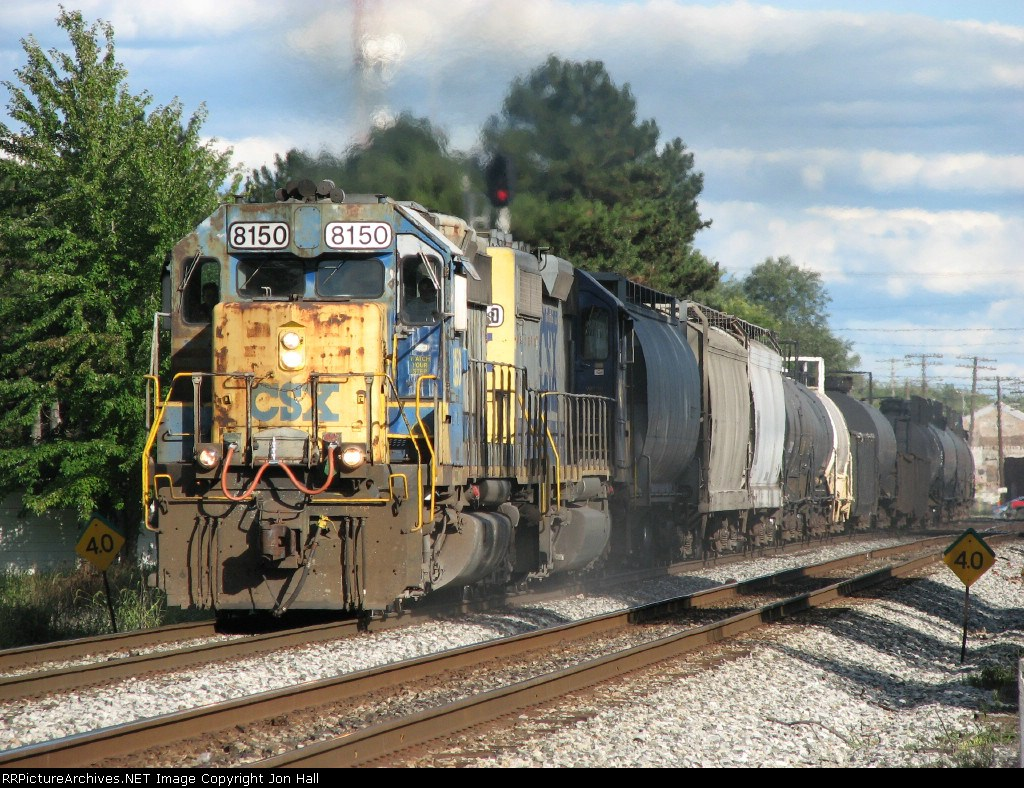 CSX 8150 heading back west with Q351