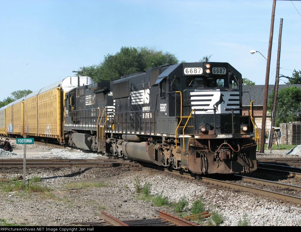 NS 6687 heading east with 146