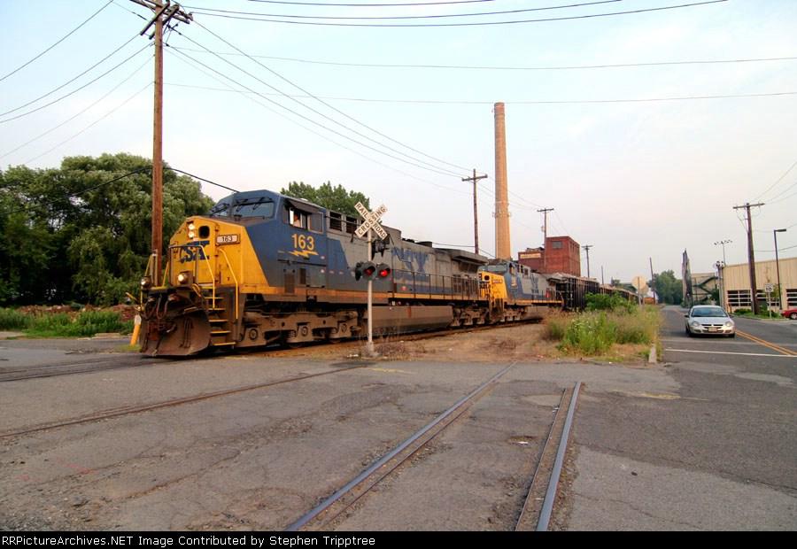 CSX 163 leading NYSW su-99