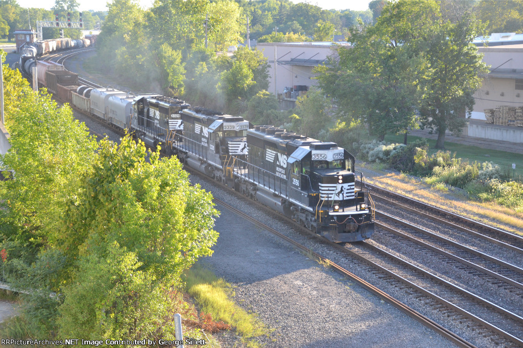 NS 364 rolls into Rockport