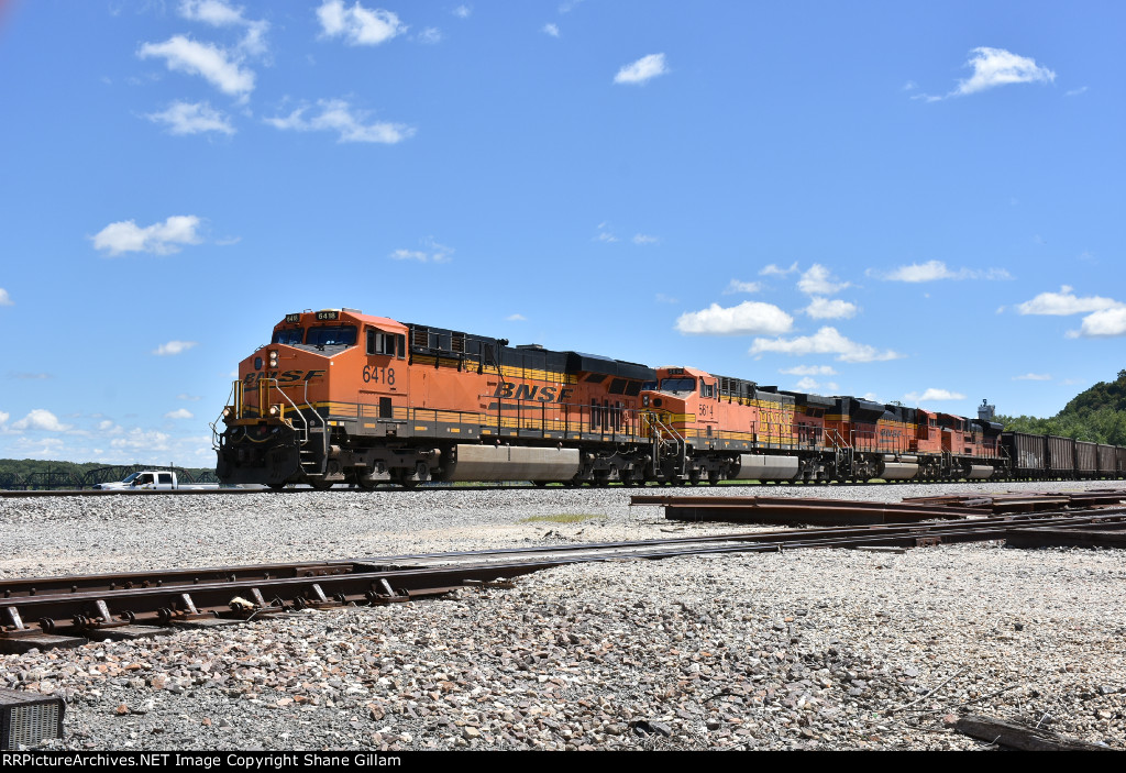 BNSF 6418 Leads a empty coal up the k.